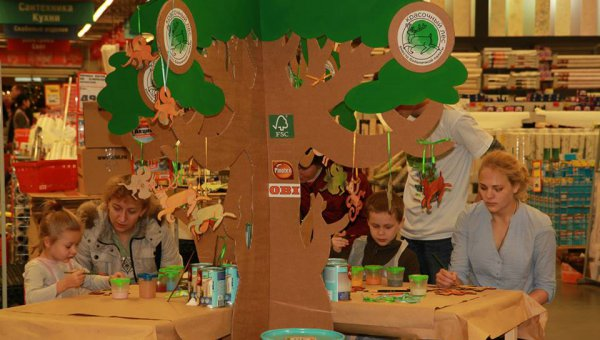 More than 1,000 families participated in FSC Russia's event 'Turn a hospital ward into a painted forest' (© FSC Russia)
