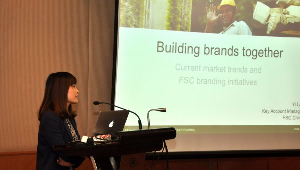FSC Key Account Manager Yi Lan presenting the latest market trends on FSC (© FSC A.C.)