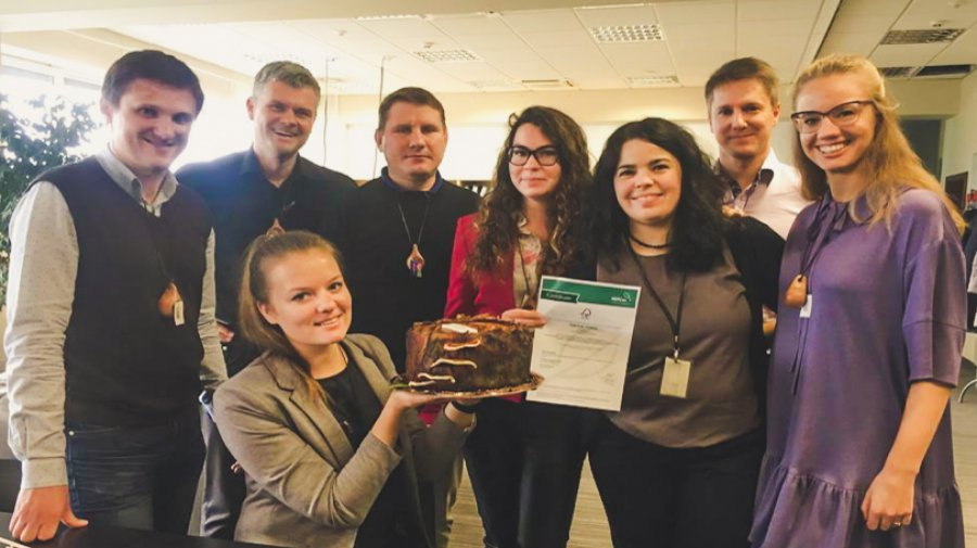 – Photo: Initiators of the FSC Group Certification Scheme Darnūs miškai, with Group Manager Jovita Urbikaitė (front), celebrating the issue of the FSC forest management and chain of custody certificate. (The stump with fungus is a cake.)